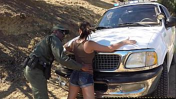 Mexicana detenida en la frontera y follada antes de ser arrestada
