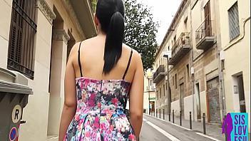 Española enseña su culo por Barcelona y folla como una diosa