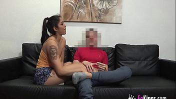 La peruana Alanis se folla a un amigo gay con cámara oculta