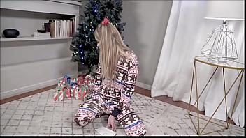 Khloe Kapri le regala a su padre su coño por Navidad