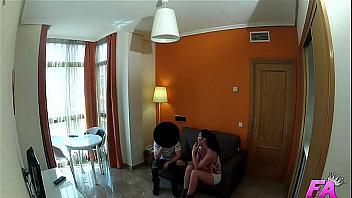 Cámara oculta follando con el portero de su edificio (español)