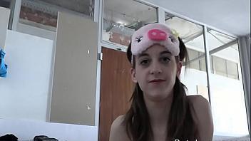 La jovencita española Anita Teen follada por un hombre maduro
