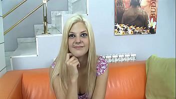 La española Saray follada a base de pollazos duros en su coñito