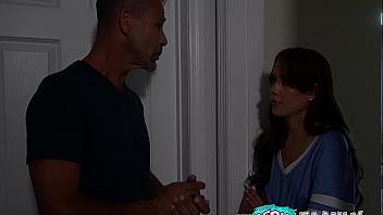 Selena Love le hace un regalito a su papi y le revienta el coño