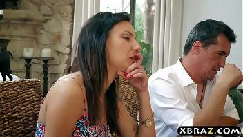 Kendra Lust le come los huevos a un yogurín