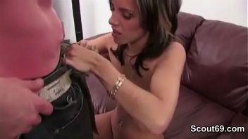 Madura seduce a joven a través del chat