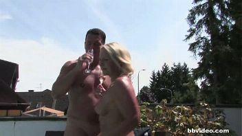 Maduras alemanas follando en una fiesta en la piscina