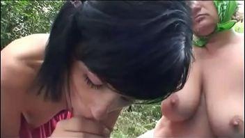Vieja tetona y su marido se follan a una jovencita