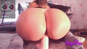 Culona viciosa cabalgando su consolador preferido por webcam