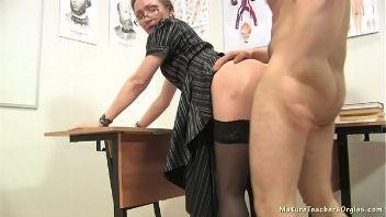 Profesora Rusa follando con su alumno preferido