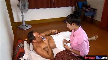 Cliente graba su sesión de masaje xxx y la comparte con onlyfans