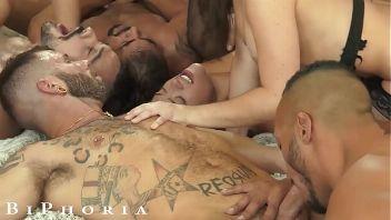 Orgía anal con cuatro zorras bisexuales salvajes