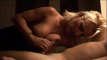 Maduras italianas cometiendo incestos anales