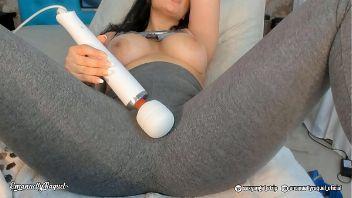 Eyaculación femenina amateur por webcam