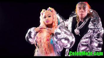 Celebrity cantante Nicky Minaj posando desnuda al aire libre