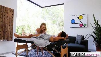 Alexa Grace le hace un masaje al pollón de Ricky Johnson
