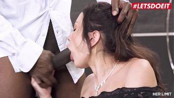 Valentina Bianco atada y follada por una polla negra