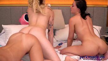 Maya Woulfe y sus amigas lesbianas se montan un 69 épico