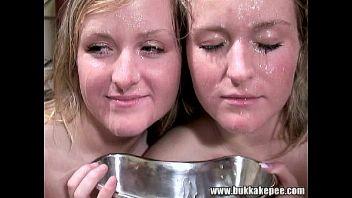 Dos gemelas se apuntan a un bukkake y acaban cubiertas de lefa