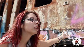 Punky española se folla a su novio en un descampado